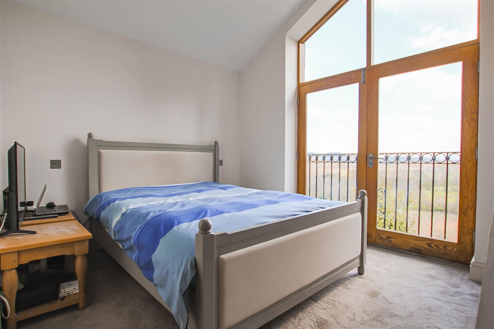 4 Bedroom Detached House For Sale - Farmhouse 12
